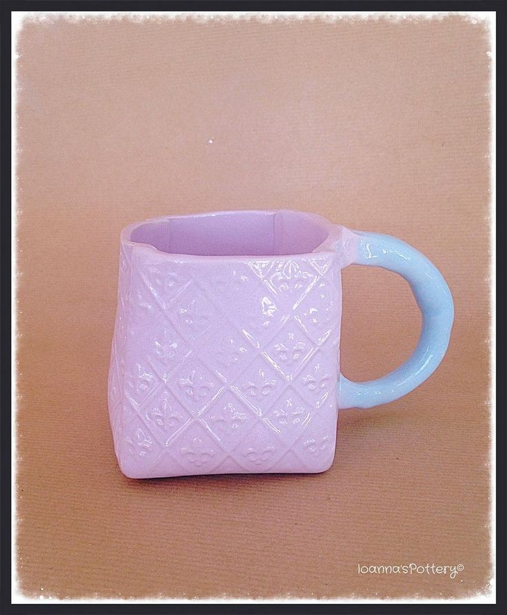 Who can help but not drinking from this mug? Two amazing pastels cover it, sugar lilac and baby blue! New pieces came out of the kiln today and I'm very happy and satisfied with the glaze results!