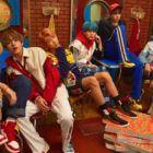 """BTS ha actualizado su álbum de fotos familiares con algunas grandes imágenes. Como parte de las celebraciones del """"2017 BTS Festa"""" por su 4º aniversario, el 13 de junio, BTS ha publicado su set anual de """"fotos familiares"""". Las imágenes fueron compartidas a través de la página de Facebook de BTS el 10 de junio …"""
