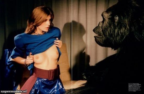 Valerija Kelava in 'Bad Moon Rising' - Photographed by Robi Rodriguez (Pop Spring/Summer 2012)