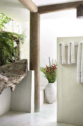 Detail of Casa Estudio's outdoor tropical bathroom. UXUA Casa Hotel & Spa, Trancoso, Bahia.