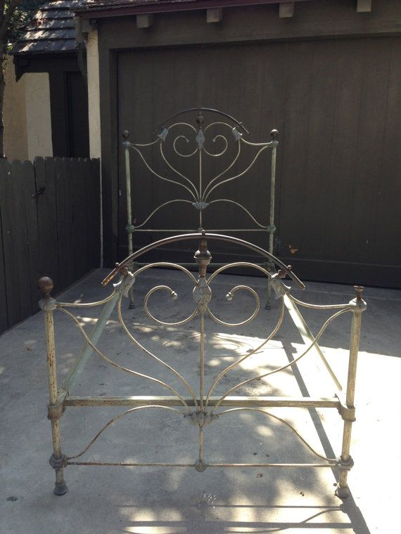 La Ca 1920 S 00 S Antique Cast Iron Heart Bed Twin By