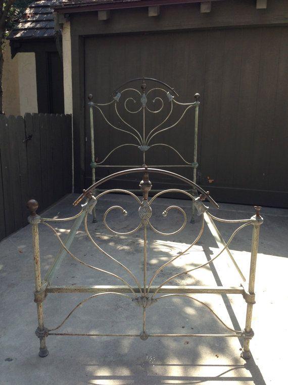 La Ca 1920 S 00 S Antique Cast Iron Heart Bed Twin By