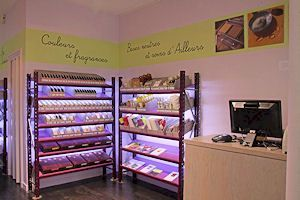 La boutique Aroma-Zone 40 boulevard Saint Germain Aromatherapy in Paris Paris Vème  Ligne de métro 10 - station MAUBERT MUTUALITE RER B - Station Saint Michel Bu...