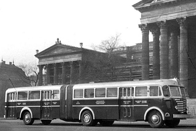 Autobus articolato by László Rózsa, Gábor Lassú e Béla Színi
