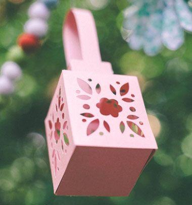 DIY gorgeous spring flower lantern (or gift box) - free pattern // Virágos lámpás ( vagy ajándékdoboz ) papírból - ingyenes sablon // Mindy - craft tutorial collection