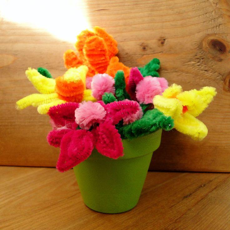 Fie ca aceasta zi, sa fie un prilej de bucurie si sa ai parte de tot ce iti doresti! Primeste aceste flori cu mult drag, pe care ti le-am creat din sarma plusata colorata, care sati aduca in suflet culorile si atmosfera primaverii.