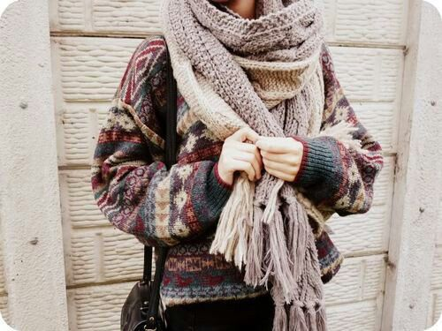 Afbeelding via We Heart It https://weheartit.com/entry/137452239 #autumn #casual #cozy #cuddle #fashion #feelings #hairstyle #jeans #lovely #shawl #sweaters #winter #sweaterweather #hotchocolate