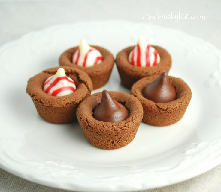 Hershey Mint Kiss Cookie Cups {Christmas Cookie recipe}