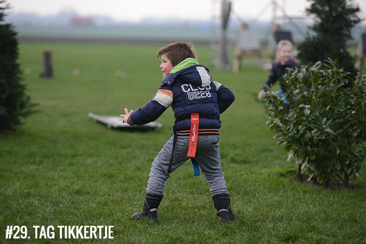 Spel:29. #tagtikkertje: met tag rugby lintjes om je middel moet jij de overkant halen, zonder dat de tikker je lintjes weet te pakken! • Geschikt voor: Kids (vanaf 7 jaar) & tieners • Leuk tijdens: #schooluitje, #verenigingsuitje, #kinderfeestje • #Polderevents