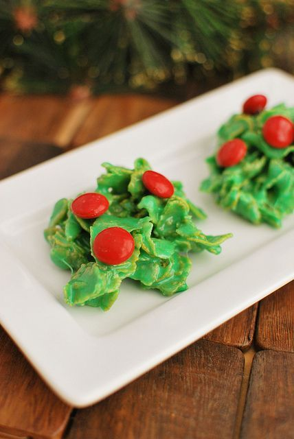 Holly Crackles are a Christmas favorite! Just 5 ingredients for this yummy recipe!