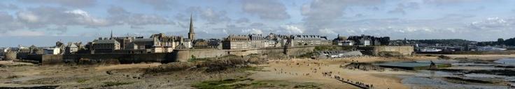 Saint-Malo et ses remparts en Bretagne    GNU Free Documentation License jean-christophe windland