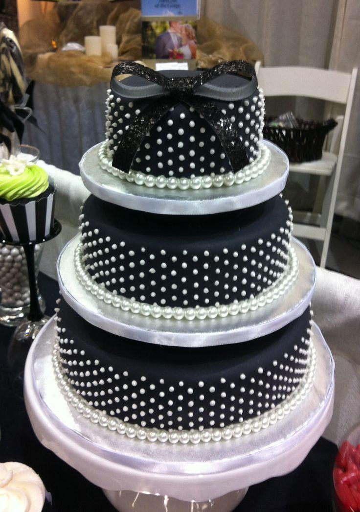 Black & White cake...sweet sixteen look .......sooo cute!!