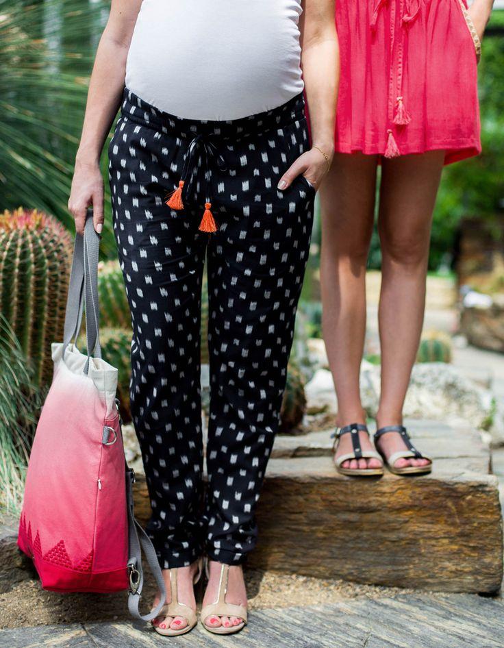 Mit der gemütlichen mara mea Hose inca trail bist du bereit für den Sommer. Den Bauchumfang kannst du mit der Schnürung einstellen. Das gemütliche, elastische Bauchband wärmt deinen Rücken und Bauch und sorgt für einen einzigartigen Tragekomfort.  Die Hose passt zu sportlichen sowie zu eleganten Looks gleichermaßen. Nach der Schwangerschaft kannst du das Bauchband einfach nach unten umschlagen und die Hose weitertragen. JETZT ENTDECKEN <3