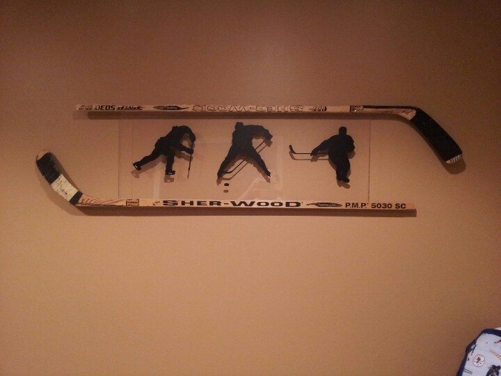 Cool Hockey Decor   Made With Two Hockey Sticks, Piece Of Glass And Hockey  Silhouettes