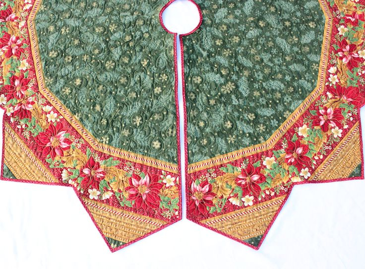 Green Flourish Christmas Tree Skirt Quilt Red Poinsettias 71 Inch Diameter
