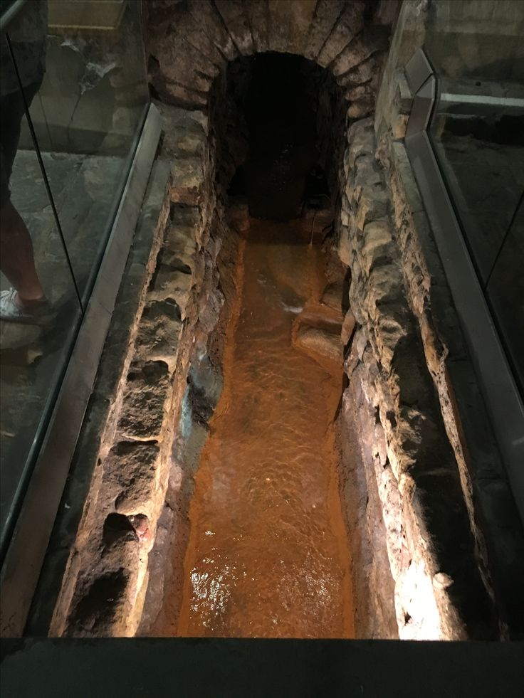 water flowed to different chambers. they had hot and cold baths. #bath #romanbaths