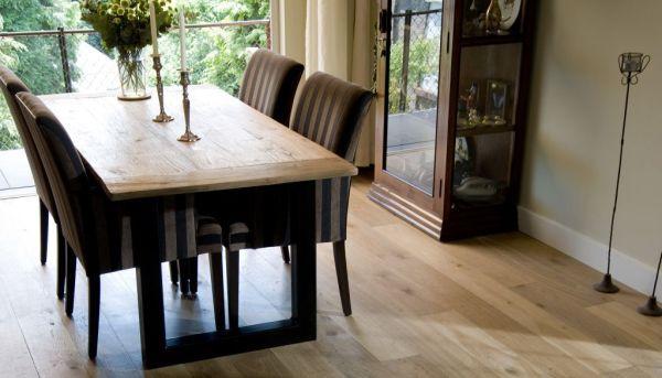 Podłoga z litego drewna a laminaty