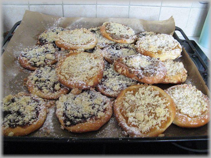 Holašovické koláčky   http://unasnakopecku.blogspot.cz/2013/08/prave-holasovicke-kolacky.html