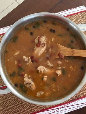De Surinaamse variant van bruine bonen met kip, kun je wel op 100 verschillende manieren klaar maken. Een goed recept van de bekende BB met R (bruine bonen met rijst) moet je gewoon hebben. Dit is …
