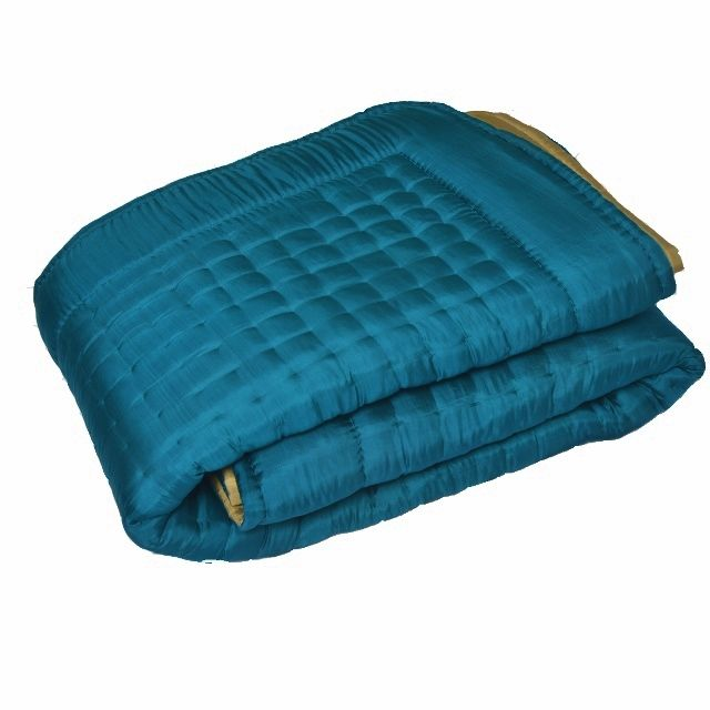 17 best images about linge de lit silk quilted bed covers on pinterest taupe turquoise and. Black Bedroom Furniture Sets. Home Design Ideas