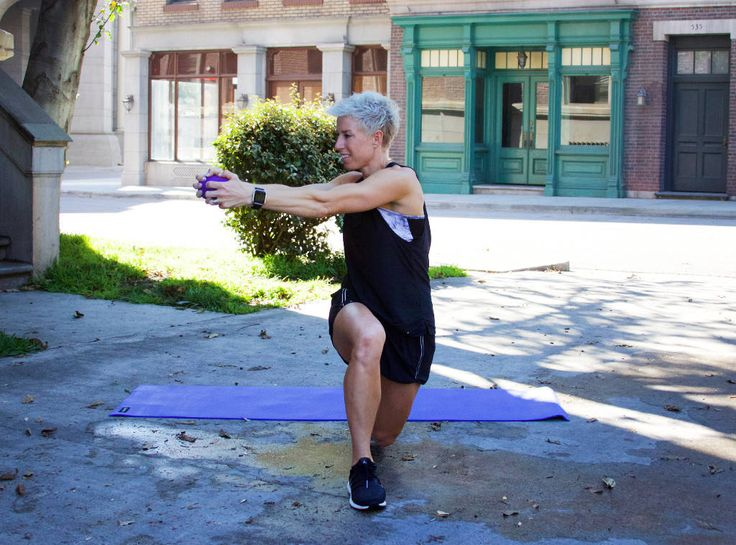 Tackle Your Love Handles With 4 Easy Moves From Carrie Underwood's Trainer   E! News