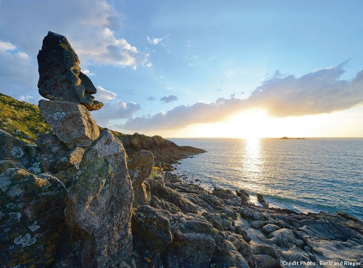 La Bretagne entre terre et mer. Rocher sculpté de Rothéneuf