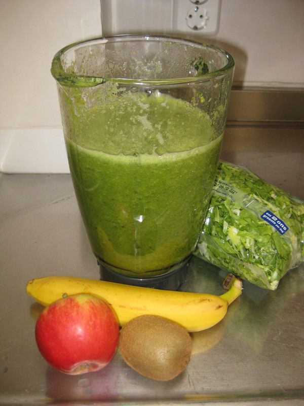 Groene smoothie: andijvie banaan  Ingrediënten  250 gram andijvie - 1 banaan-1 appel-1 kiwi /  Green smoothie: endive banana  ingredients: 250 gr endive - 1 banana - 1 apple - 1 kiwi