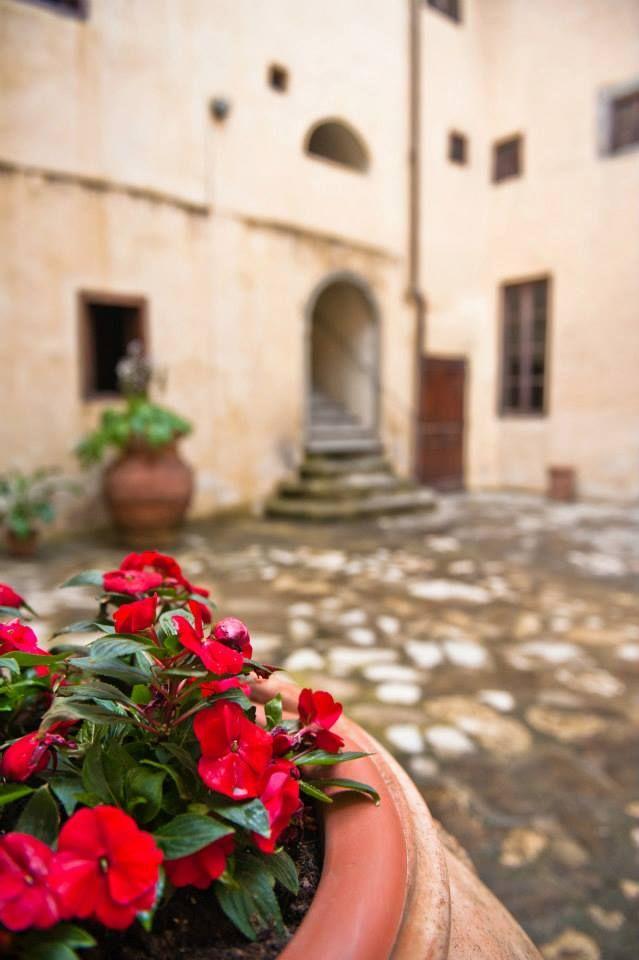 L'Olivo Italiano - Il cortile interno presso l'Antico Spedale del Bigallo http://www.lolivoitaliano.it/