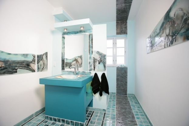 Unique and exclusive art decoration of a bathroom made by glass artist Branka Lugonja