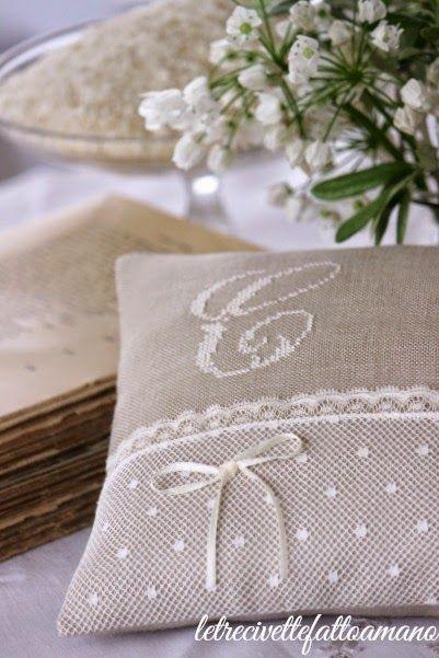 letrecivette: Wedding day : cuscino fedi in plumetis..