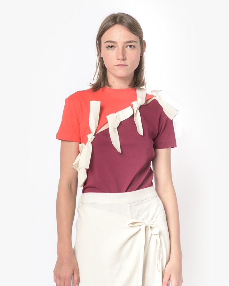 Le T-Shirt Coupe in Red by Jacquemus. Two-toned t-shirt features red-and-magenta fabric held together by cloth tie-fasteners along front- and back-of-piece. - 100% cotton - Made in France - Machine wa