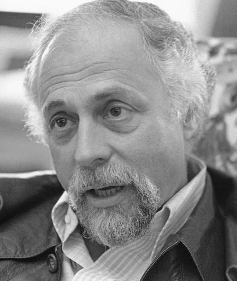 """US-Regisseur #scorpio Gene Saks gestorben - Regisseur von Hit-Komödien wie """"Barfuß im Park"""" und """"Ein seltsames Paar"""", ist tot.  Er sei am Samstag in seinem Haus in East Hampton (US-Staat New York) an einer Lungenentzündung gestorben, berichtete die """"New York Times"""" am Sonntag unter Berufung auf die Ehefrau des Filmemachers. Saks wurde 93 Jahre alt.  Der gelernte Schauspieler hatte sich zunächst am New Yorker Broadway einen Namen gemacht. Für seine Bühnenstücke wurde er dreimal als bester…"""