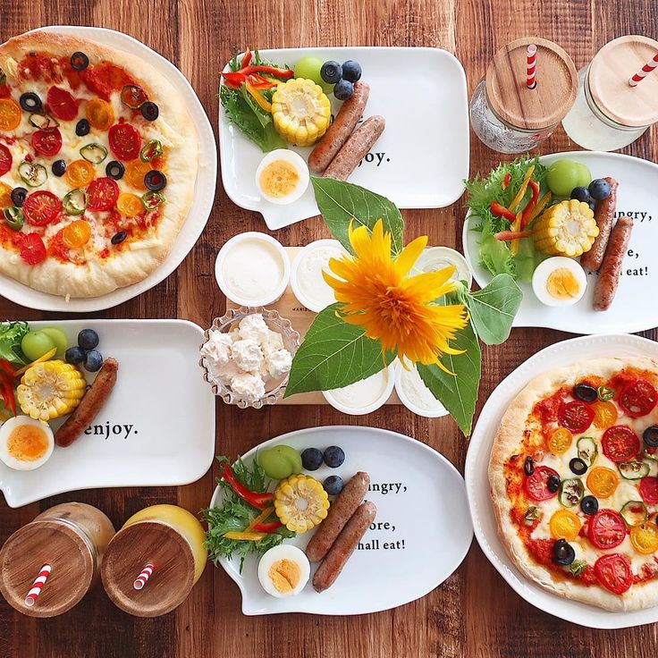 Jul.25 today's breakfast + トマトとオリーブのピザ 生ウインナー トウモロコシ フルーツ プリン であさごはん + 海の帰りにいつも寄るパン屋さんに ピザ生地が売ってあったので 今朝はピザにしました 新鮮なお野菜や美味しいものを たくさん買ってきたので食べるの楽しみ♡ + 今日は甥っこたちを預かっているので お庭でプール賑やかです〜◟́◞̀♡ + #おうち#おうち時間#おうちじかん#おうちごはん#あさごはん#朝ごはん#breakfast#朝時間#goodmorninggoodbreakfast#ピザ#pizza#おうちピザ#pizzaおうちカフェ#おうちcafe#スタジオエム#スタジオm#weck#lin_stagrammer#delistagrammer#foodstagram#cookingram#foodpic#日々