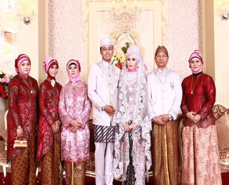 traditional wedding dress (kebaya)