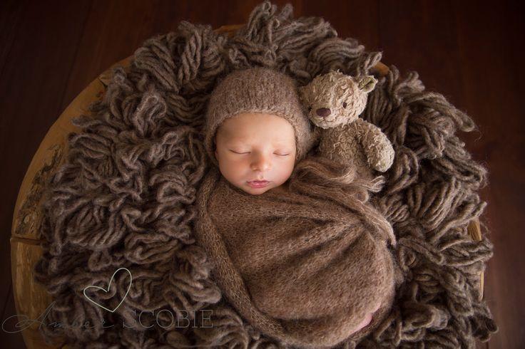 Perth Newborn Photographer Beautiful Newborn and family photos by Amber Scobie www.amberscobie.com.au