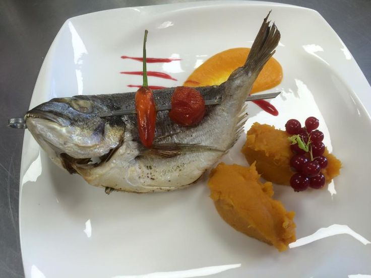 Fried carp with onions and tomatoes served with assorted purees