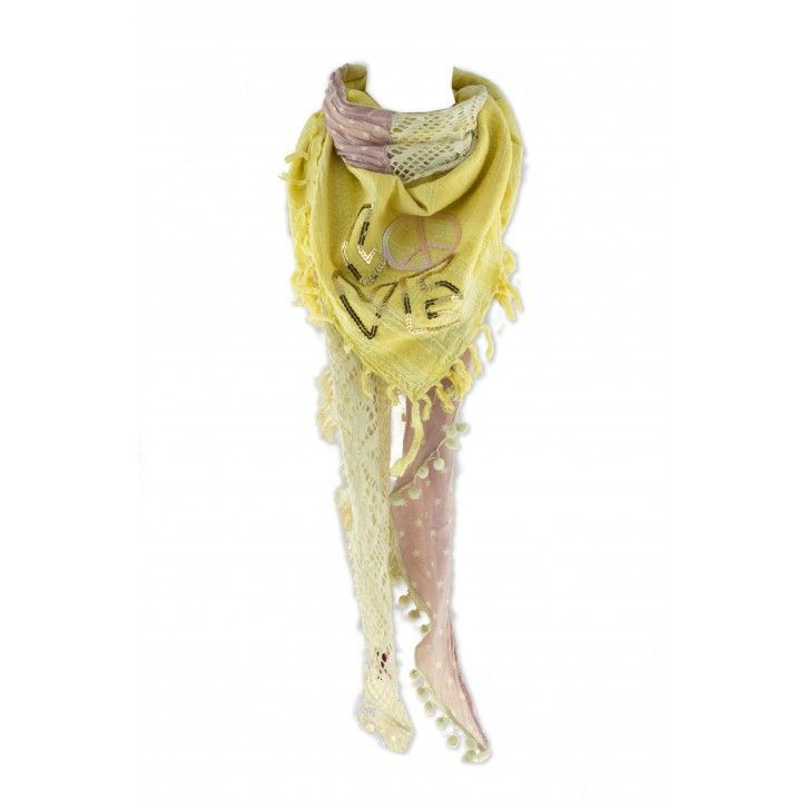 Yippie Hippie   Sjaal   Lovelyn *** Deze handgemaakte sjaal van Yippie Hippie is uitermate geschikt om multifunctioneel te gebruiken! Als sjaal, omslagdoek of pareo. De verschillende stoffen die zijn gebruikt zijn echt typerend voor de Yippie Hippie sjaals. Materiaal: 92% katoen, 8% polyester. Wasadvies: Handwas Maat: 230x150 (BxH)