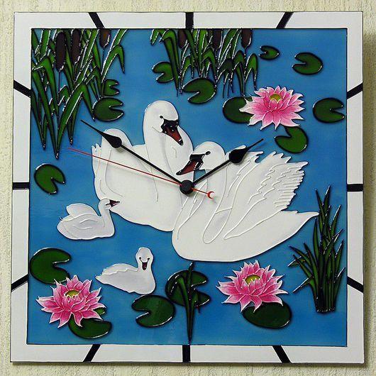"""Часы для дома ручной работы. Ярмарка Мастеров - ручная работа. Купить Часы настенные """"Белые лебеди"""". Handmade. Краски витражные"""
