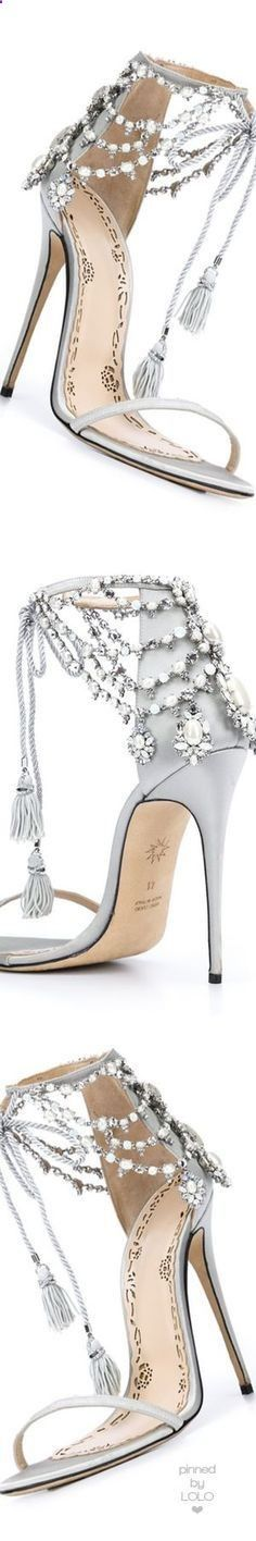 Fashion Trends Accesories - Marchesa Grey with Pearls | Best Shoes Soft colors and Details. Latest Fall / Winter Fashion Trends. The signing of jewelry and jewelry Uno de 50 presents its new fashion and accessories trend for autumn/winter 2017.