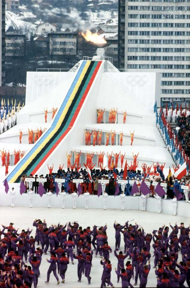 19. februara 1984. godine zatvorene su XIV zimske olimpijske igre u Sarajevu. Sarajevo je organizaciju zimske olimpijade dobilo u konkurenciji s japanskim Saporom i zajedničkom kandidaturom švedskih gradova Falun i Geteborg. Učestvovalo je 49 država, a najviše zlatnih medalja osvojila je Istočna Nemačka, dok je SSSR osvojio najviše medalja - 25, jednu više od Istočne Nemačke.