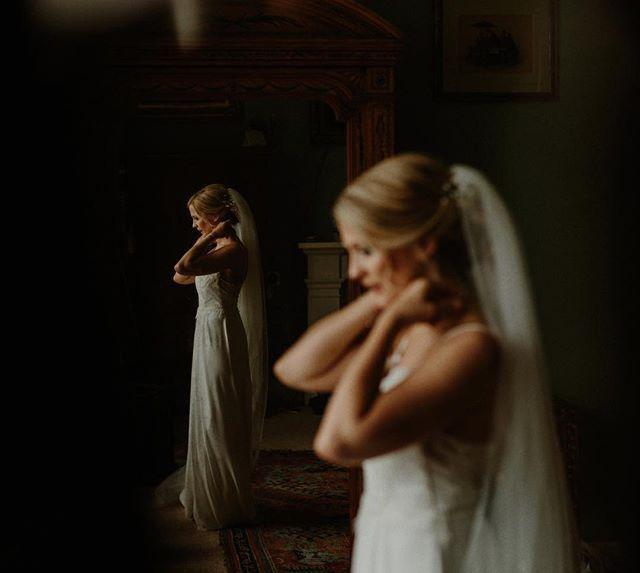 DEM TONES  😍   Click through to @wonderfulandstrangeinsta for the link to this warm toned rich beauty of a real wedding story in full // link in their bio! 💛 • • • • • #wearetheweddingcollective #modernwedding #weddingdirectory #thisismycommunity #ukwedding #creativehappenings #indiebride #createcommune #loveauthentic #thevisualscollective #creativebride #weddingtrends #postthepeople #freedomthinkers  #visualsgang #radlovestories #bohobride #weddinginspiration #agameoftones #modernbride