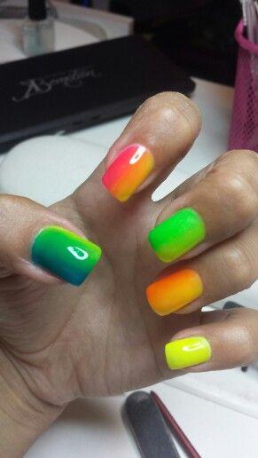 Fluo nails shade