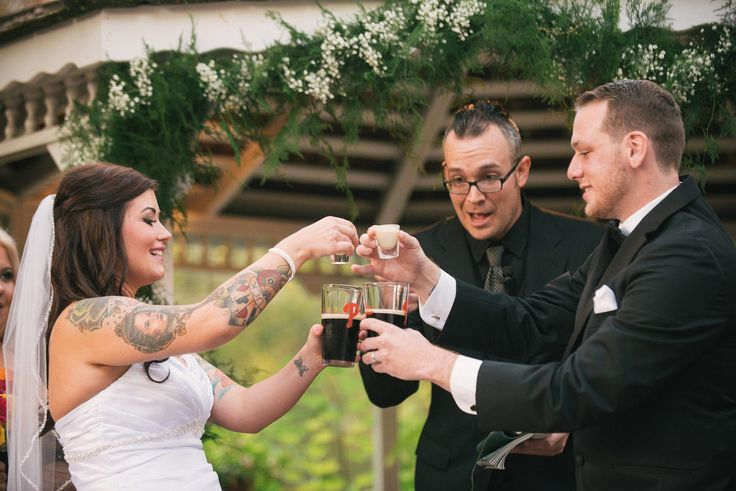 25 Candid Wedding Photos That Are Too Much Freakin' Fun