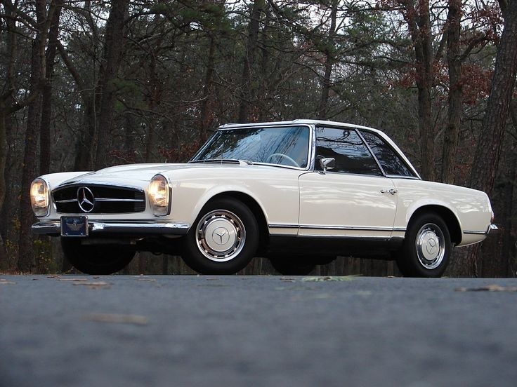 Mercedes-Benz 230SL Pagoda, 1965. Is that a Lana Del Rey song we hear in the background?