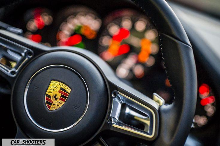 Porsche 911 Targa 4S dettaglio logo volante