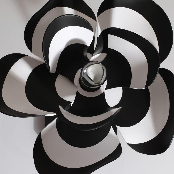 "Lamp Design Flower ""Geneviève"" by Bloomboom® / Création François-Marie GERARD & Irma BIRKA Photo : Bruno Fournier"