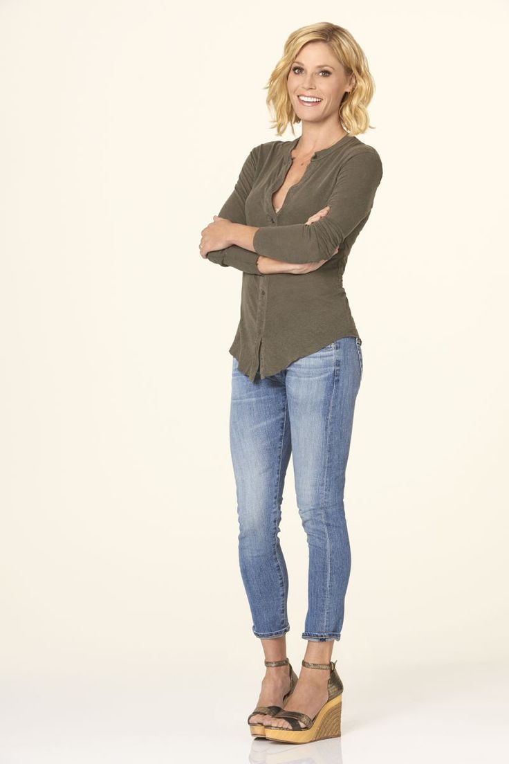 Julie Bowen as Claire Dunphy in #ModernFamily - Season 7                                                                                                                                                                                 More