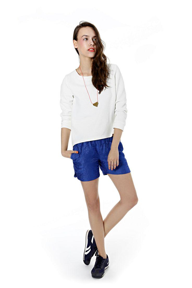 White, textured sweatshirt and cornflower blue shorts. Kamila Gronner spring/summer 2014 collection. #ss2014 #sportychic #fashion #modapolska #białabluza