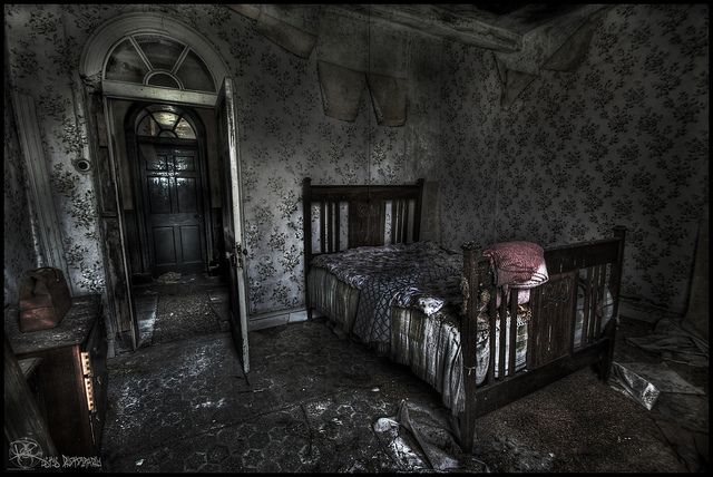 Abandoned manor house f abandoned manor houses pinterest manor houses photos and house - The beauty of an abandoned house the art behind the crisis ...