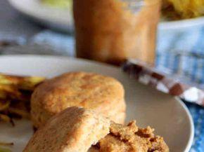 ミネラルたっぷり。5分で幸せナッツバター  材料 (作りやすい分量) ピーナッツで作ればピーナッツバター、くるみバター、黒ごまで作れば黒ごまバター。他にもアーモンドやカシューナッツなど、お好きなナッツでどうぞ。) 1カップ 塩 ふたつまみ 好みのオイル(ココナッツオイルやくるみオイルなどでも。) 大さじ2〜3(入れないとなめらかになりません。) メープルシロップ(甘くしたい場合)